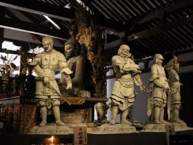 薬師如来と十二神将の立像