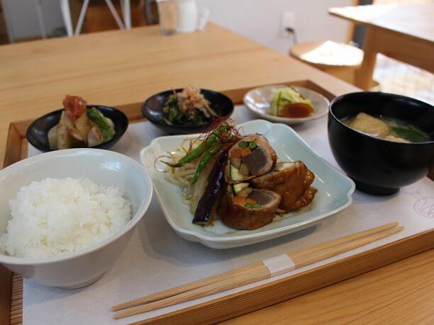 野菜の豚肉巻き定食