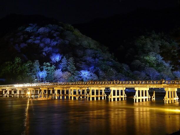 夜の渡月橋