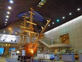 巨大な帆船