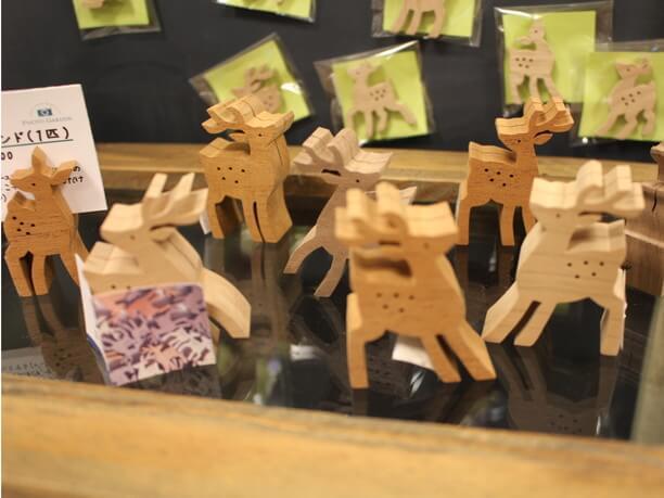 木彫りの鹿