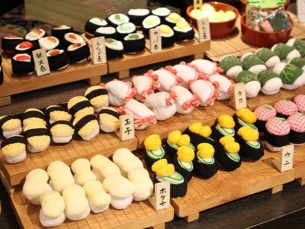 お寿司と野菜の飾り物