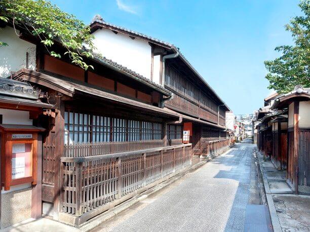 揚屋建築の遺構として国の重要文化財に指定された角屋