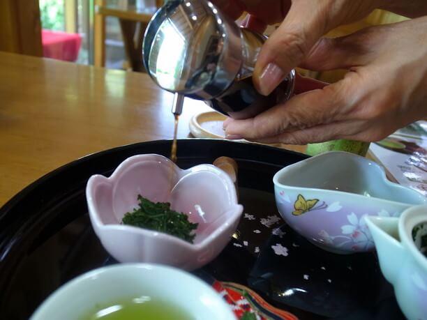 ポン酢をかけた茶葉