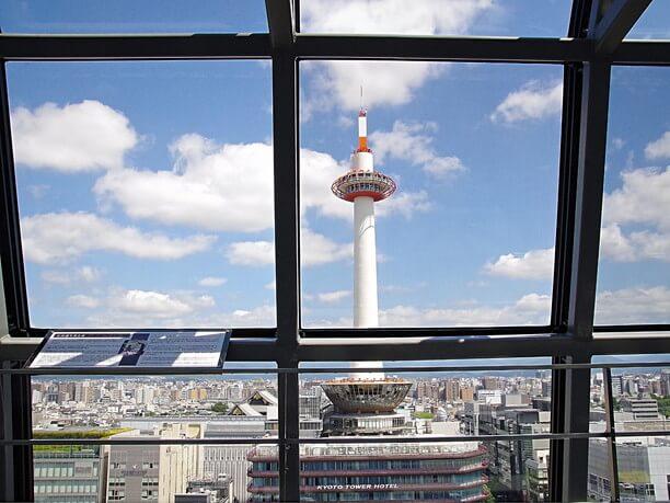 間近に見える京都タワー