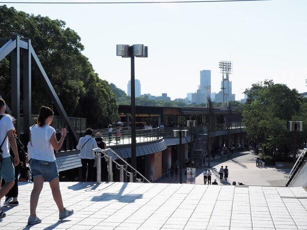 大阪城公園駅から直結するペデストリアンデッキ