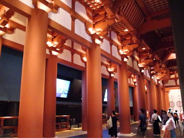 原寸大で再現された奈良時代の難波宮大極殿