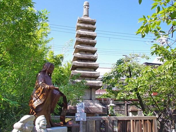 紫式部の供養塔