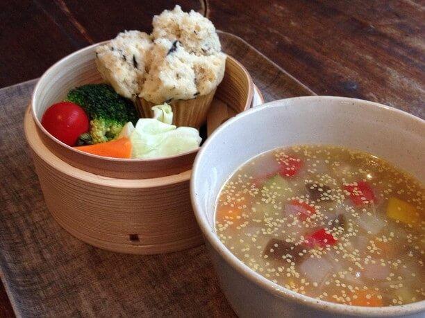 スープと蒸しパン