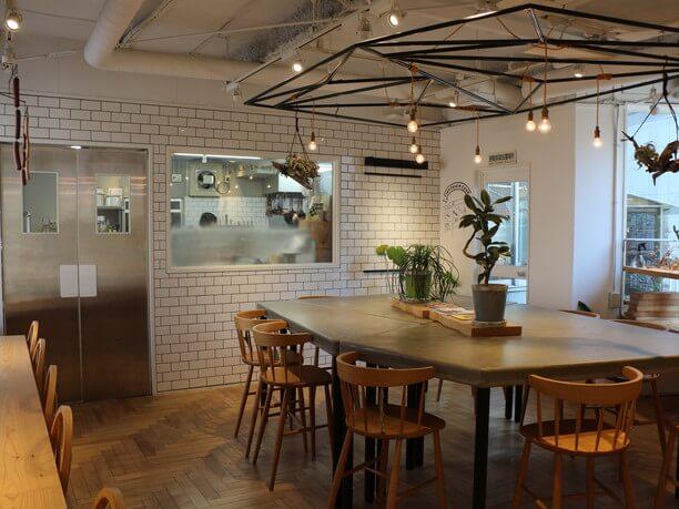 ベーカリーとカフェスペース
