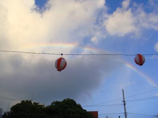 祭り提灯と虹