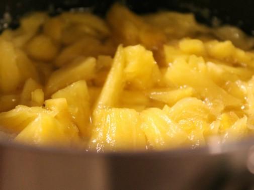 小さく切られたパイナップル