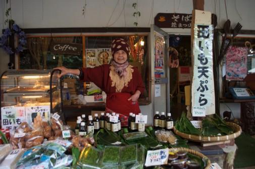 天ぷらを売っている人