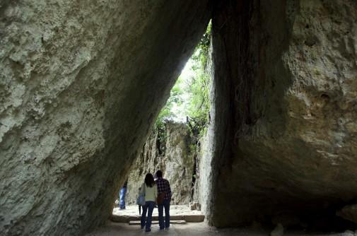 斎場御嶽の三角岩