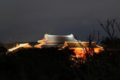 ライトアップされた首里城