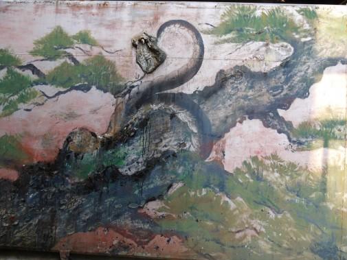 壁にリアルに描かれたヘビ