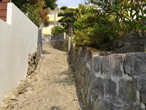 昔ながらの石畳道