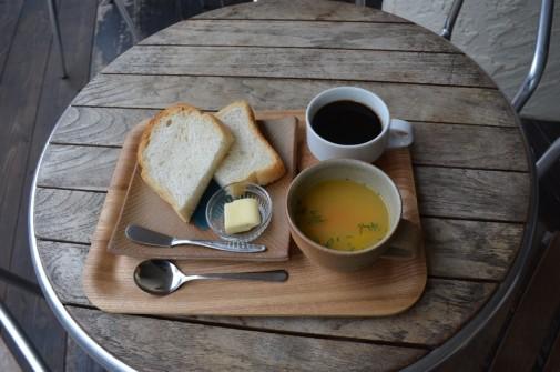 コーヒーとスープとパン