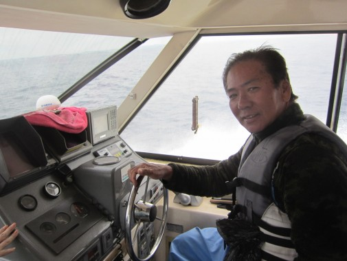 船を操縦する人