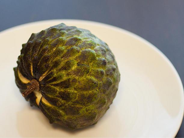 アテモヤ。糖度が高く甘い南国フルーツ。