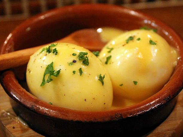 半熟卵と自家製マヨのウフマヨ