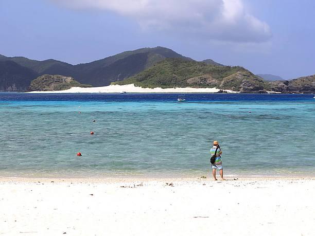 『阿真(あま)ビーチ』は、 遠浅の砂地