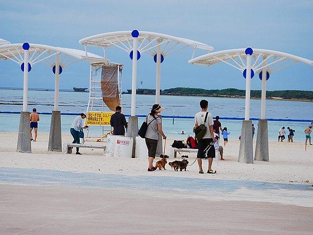 ラグーンビーチの日除けゾーン