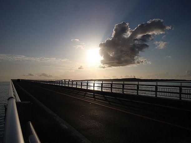 宮古島から橋を渡る前の様子