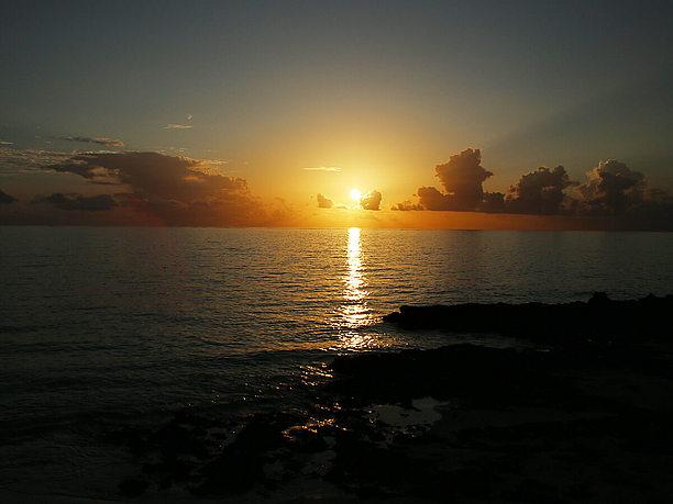 佐和田の浜までの海沿いは夕日が美しい
