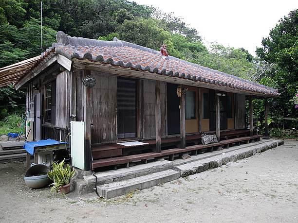 琉球伝統の赤瓦家屋