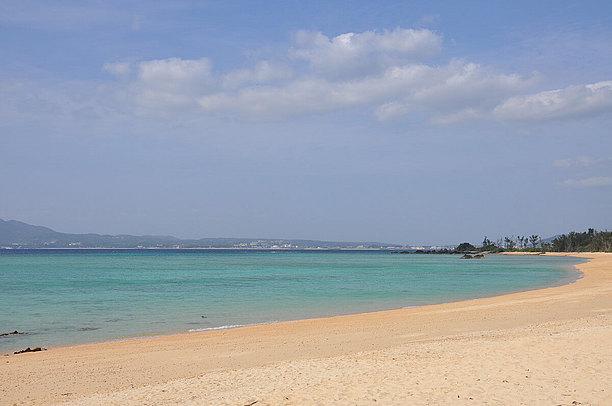 1kmほどの天然のロングビーチ