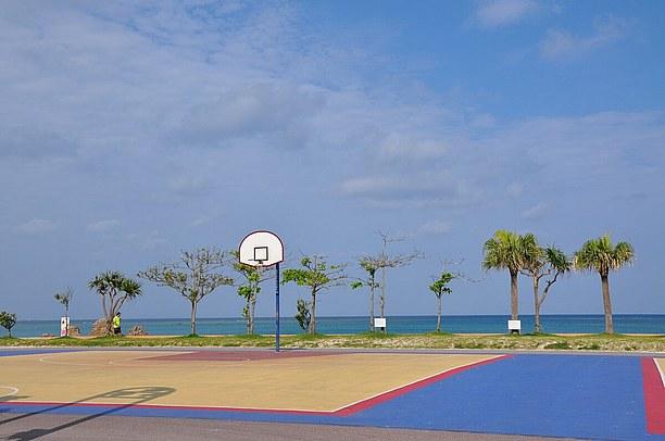 インターナショナルな雰囲気のアラハビーチ