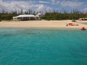 人口わずか50人あまりの水納島
