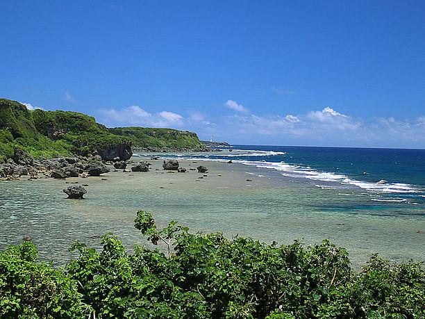 宮古島の有名な景勝地「東平安名崎」を望む