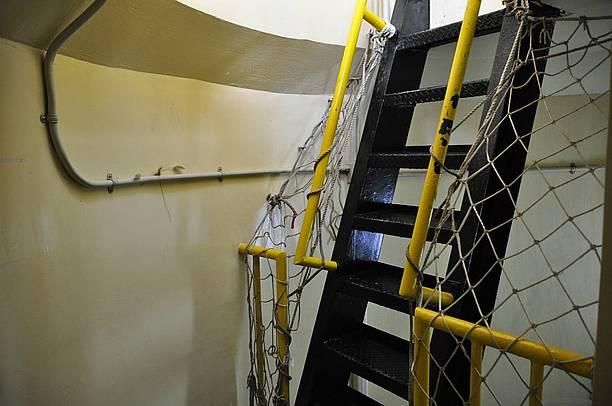 灯台の階段はとても急な上、99段も!