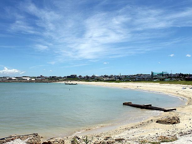 島には天然ビーチや絶景の露天風呂が!