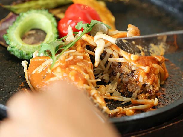 浮島スペシャルの島野菜と雑穀のハンバーグステーキ