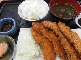池間島食堂の名物料理サメフライ(700円