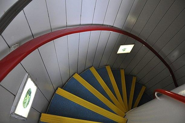 展望塔に入る螺旋階段