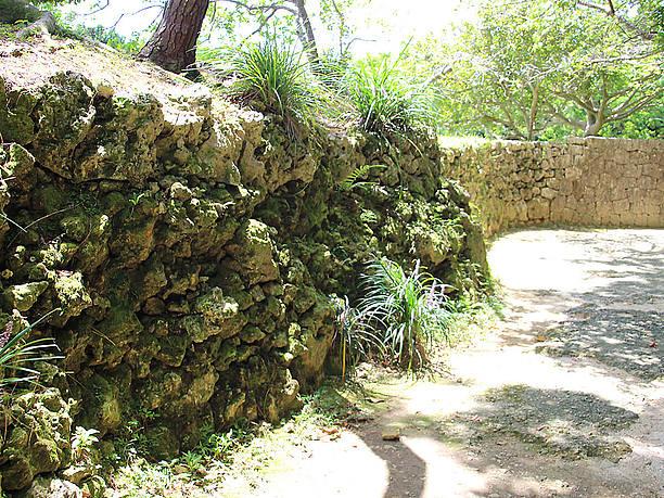 石垣は後から積み直した箇所もある
