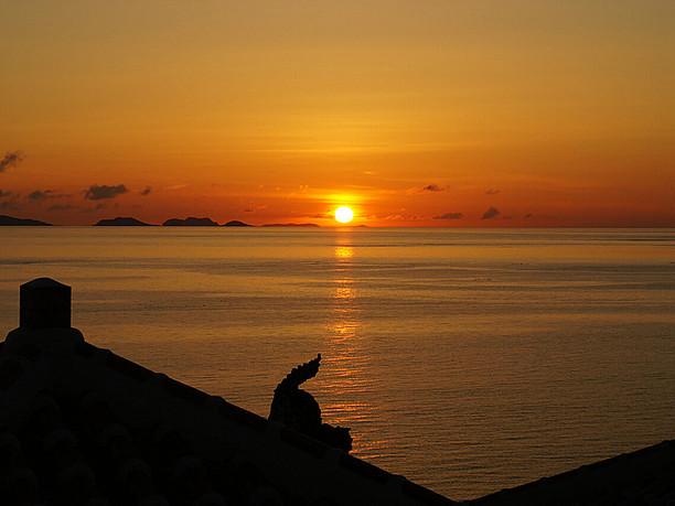 地平線に沈む夕日に感動