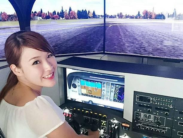 飛行体験アミューズメントの 「トライエア」