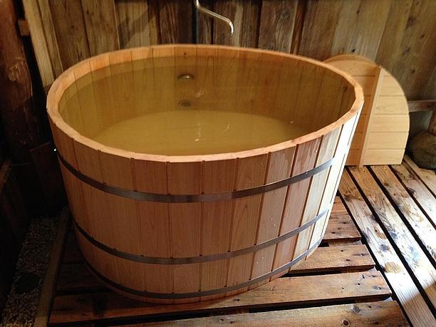 オーナー手製「ヒノキのお風呂」