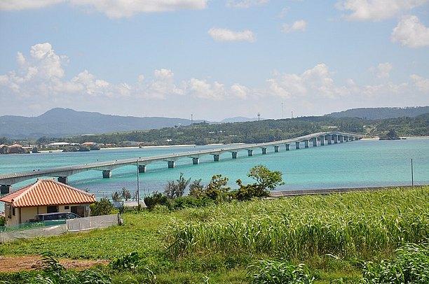 島の景色も一緒に溶け込んだ古宇利大橋