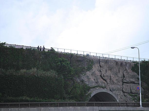 トンネルの上からはさらなる絶景を眺めることができる