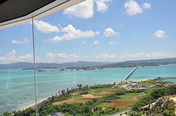 3階からの眺め。美しい古宇利島の景色