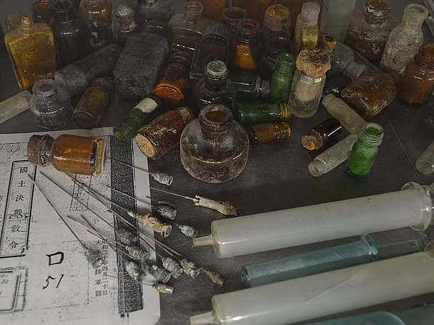 「沖縄戦への道 」と名付けられた第1展示室