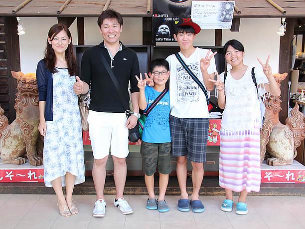 家族で参加できる琉球ガラス体験