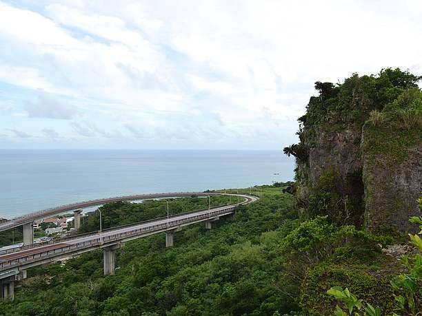 トンネルの上から。絶景ビューポイント