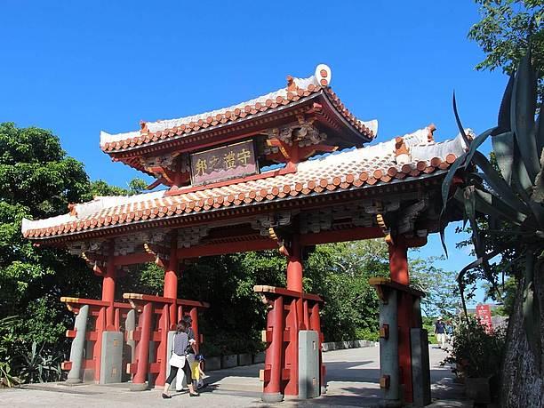 守礼の門。 2千円札にも使われている